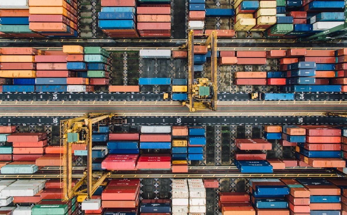 Контейнеры в порту Сингапура