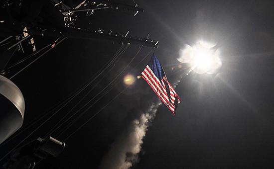 Пуск крылатых ракет «Томагавк» сЭсминца USS Ross (DDG 71)