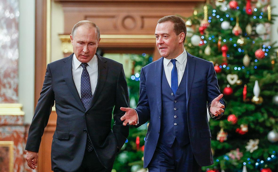 Владимир Путин и Дмитрий Медведев (слева направо)