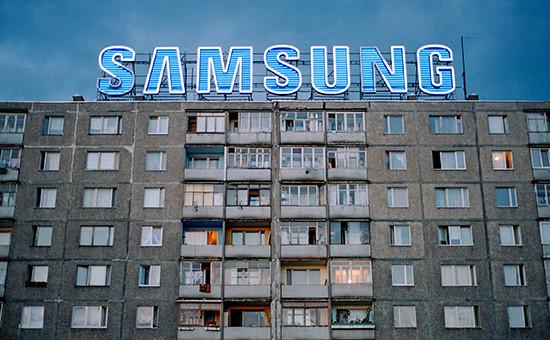 Логотип компании Samsung нажилом здании