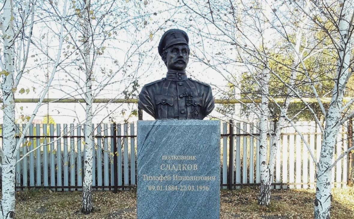 Памятник Тимофею Сладкову