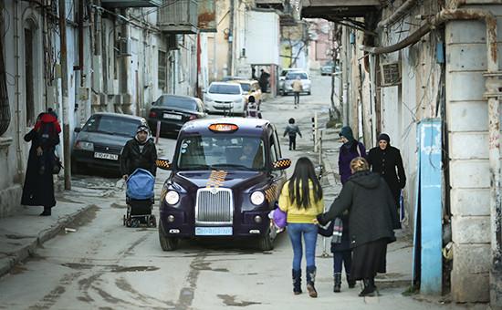 Такси на одной из улиц Баку, Азербайджан