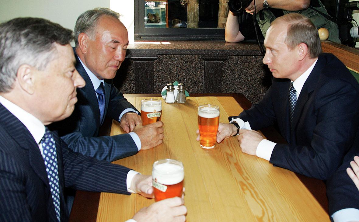 Губернатор челябинской области Петр Сумин, Нурсултан Назарбаев и Владимир Путин (слева направо). Май 2005 года