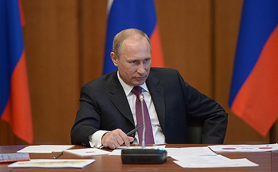 Президент России Владимир Путин на совещании по вопросам господдержки приоритетных инвестпроектов и территорий опережающего развития на Дальнем Востоке