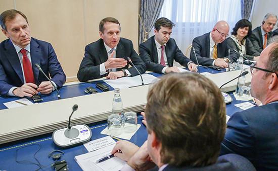 Спикер Госдумы Сергей Нарышкин (второй слева) во время встречи с представителями иностранного бизнеса 12 марта 2015 года
