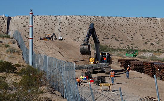 Строительство стены награнице сМексикой