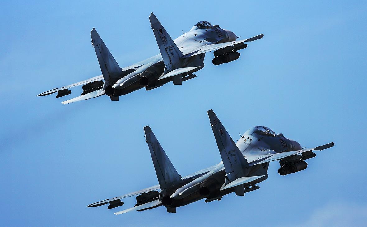 Истребители Су-35 и Су-30