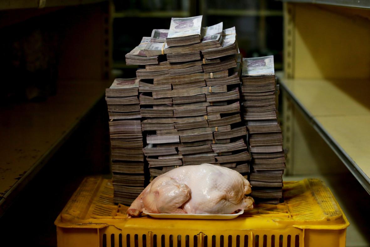 2,4 кг курятины стоят 14,6 млн боливаров, или $2,22