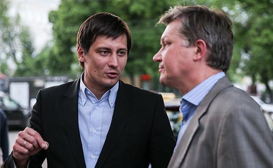 Экс-сопредседатель партии ПАРНАС Владимир Рыжков и депутат Госдумы Дмитрий Гудков (справа налево)
