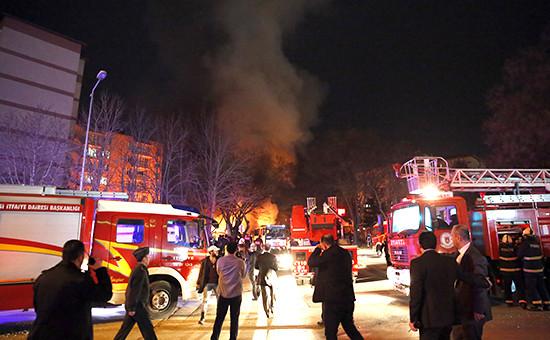 Пожарные на месте взрыва в Анкаре