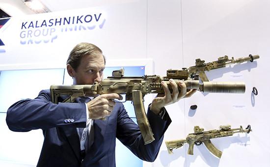 Министр промышленности и торговли РФ Денис Мантуров на выставке вооружений и технологий безопасности IDEX-2015