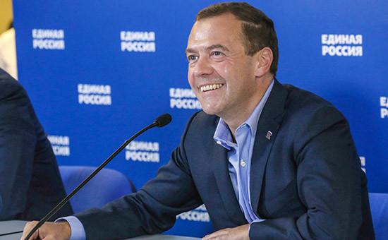 Глава правительства России Дмитрий Медведев вовремя видеоконференции спредставителями партии «Единая Россия»