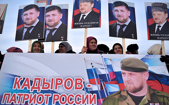 Участники митинга «В единстве наша сила» вподдержку президента Чечни Рамзана Кадырова. Грозный