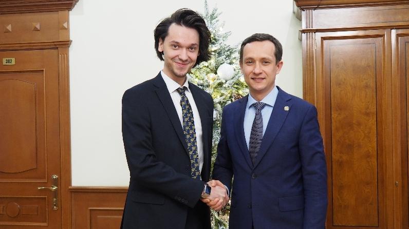 Булат Замалиев (слева) и Айрат Хайруллин,министр цифрового развития государственного управления, информационных технологий и связи РТ