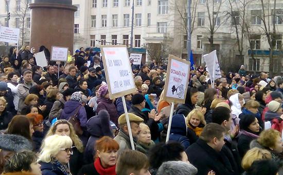 Акция представителей малого и среднего бизнеса в сквере Суворовской площади в Москве