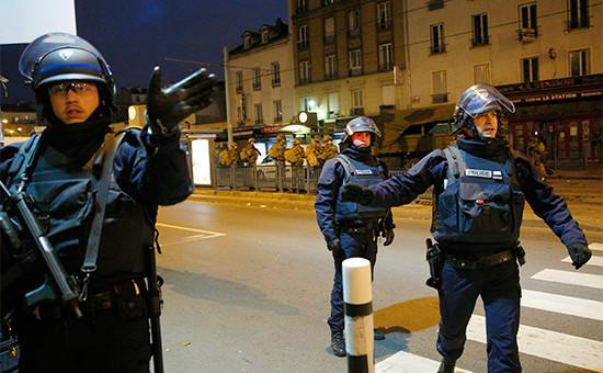Полицейскиев парижском пригороде Сен-Дени