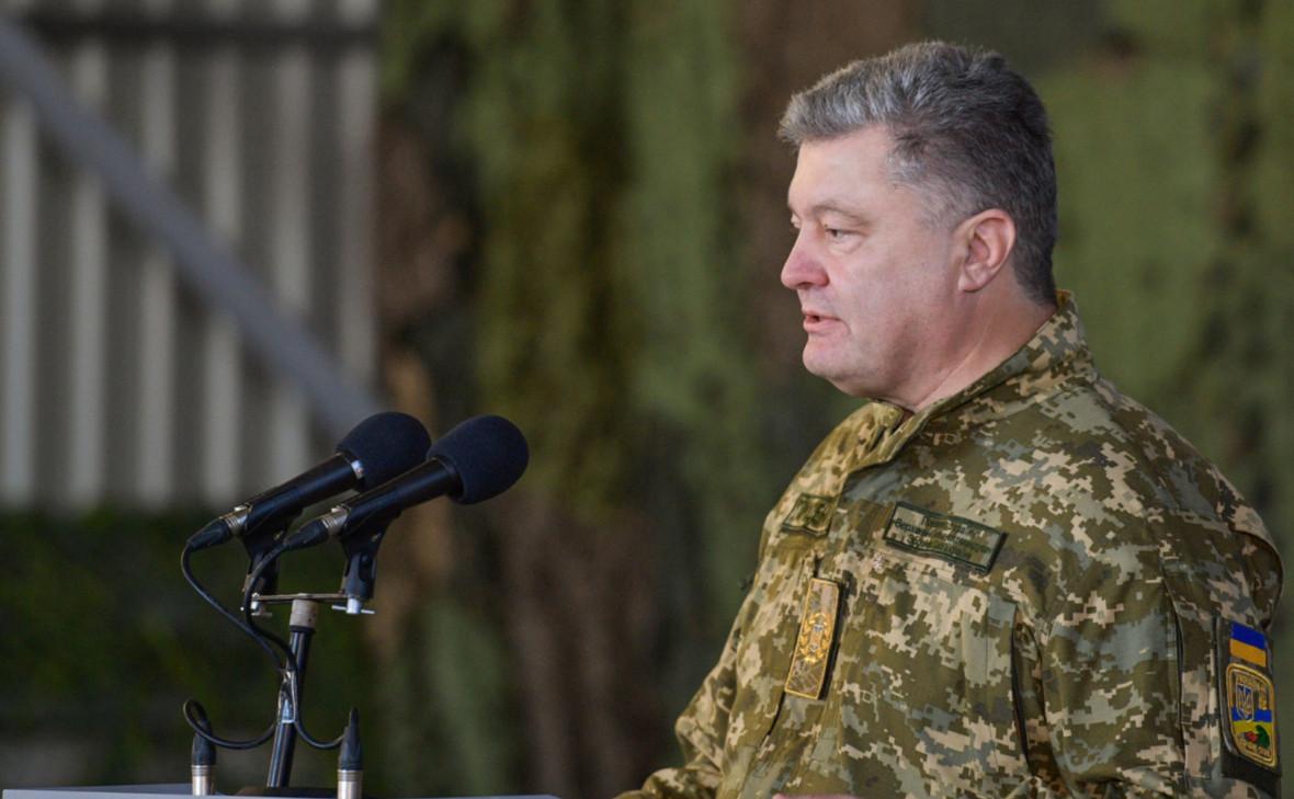 Порошенко разрешил войскам в Донбассе стрелять из всего имеющегося оружия