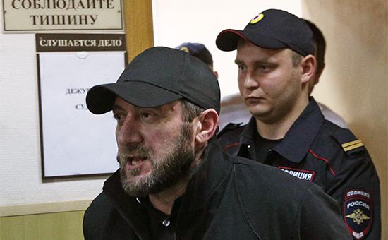 Хамзат Бахаев (на первом плане), один изфигурантов дела обубийстве политика Бориса Немцова