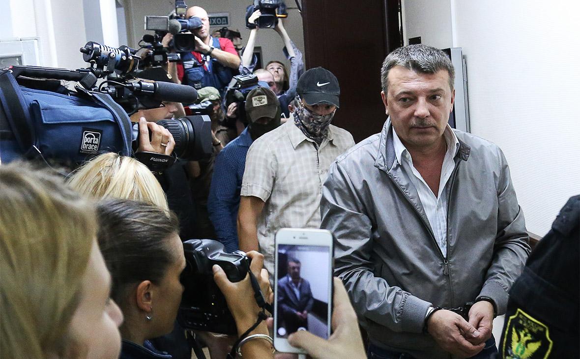 Михаил Максименко (справа) в Лефортовском суде