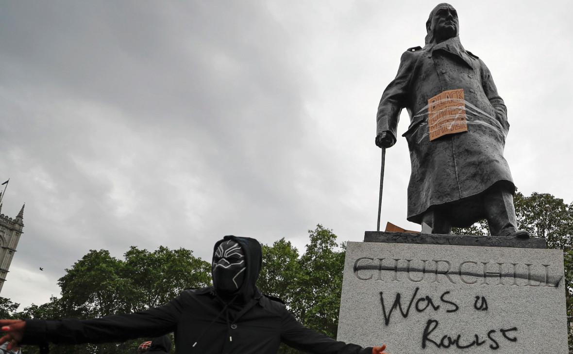Джонсон обвинил хулиганов в дискредитации протестов в Великобритании