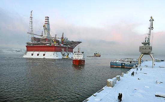 Морская ледостойкая стационарная буровая платформа