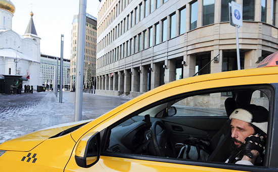 Такси у метро Белорусскаяв Москве