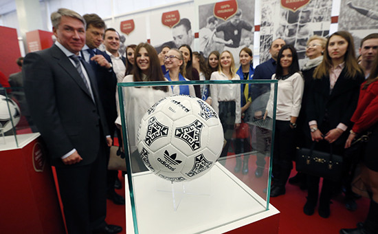 Выставка, посвященная подготовке и проведению чемпионата мира по футболу FIFA 2018, в Госдуме РФ