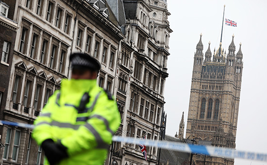 Сотрудник полиции околопарламента Великобритании вЛондоне