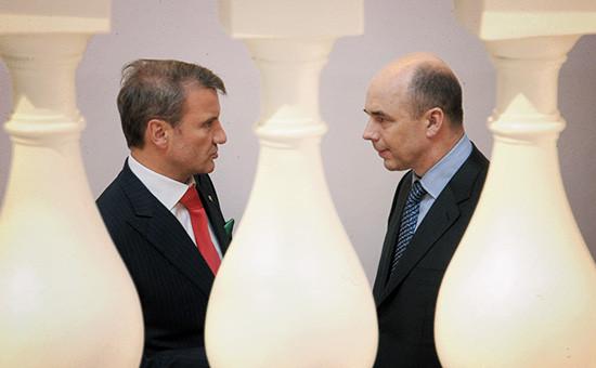 Глава Сбербанка Герман Греф иминистр финансов РФ Антон Силуанов (слева направо)
