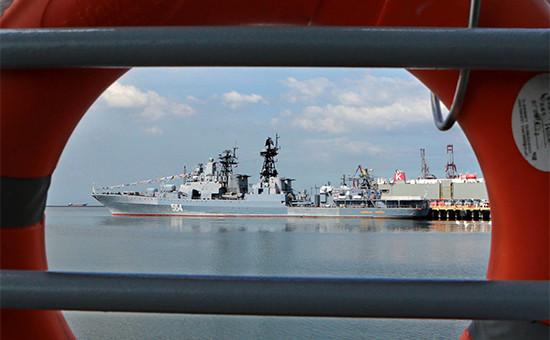 Большой противолодочный корабль Тихоокеанского флота России «Адмирал Трибуц» впорту Манилы