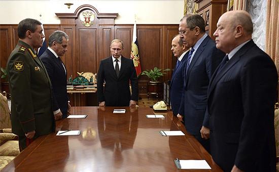 Минута молчания впамять опогибших вавиакатастрофе вЕгипте вовремя совещания обитогах расследования причин крушения российского самолета наСинае