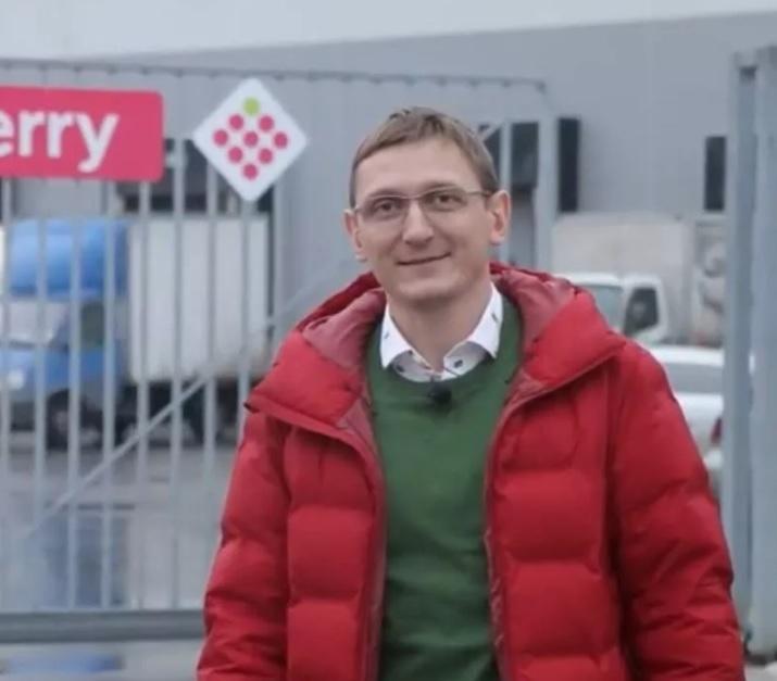 Евгений Чернов окончил кафедру алгебры и математической логики механико-математического факультета НГУ