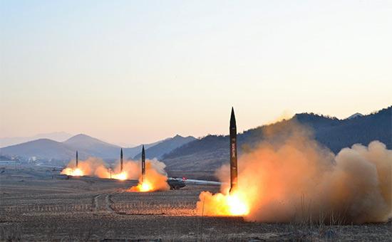 Запуск баллистической ракеты на территории Северной Кореи