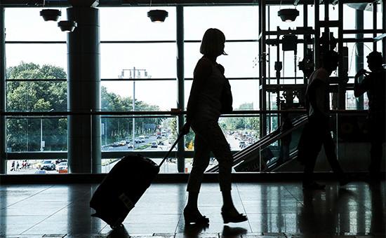 Пассажиры перед вылетом в аэропорту Домодедово