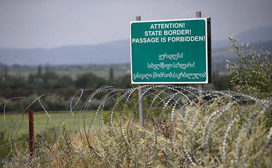 Предупреждающий знак (баннер) на границе с Грузией