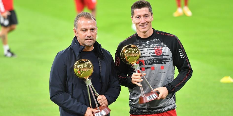 Главный тренер «Баварии» Ханс-Дитер Флик (слева) и лучший бомбардир команды Роберт Левандовски