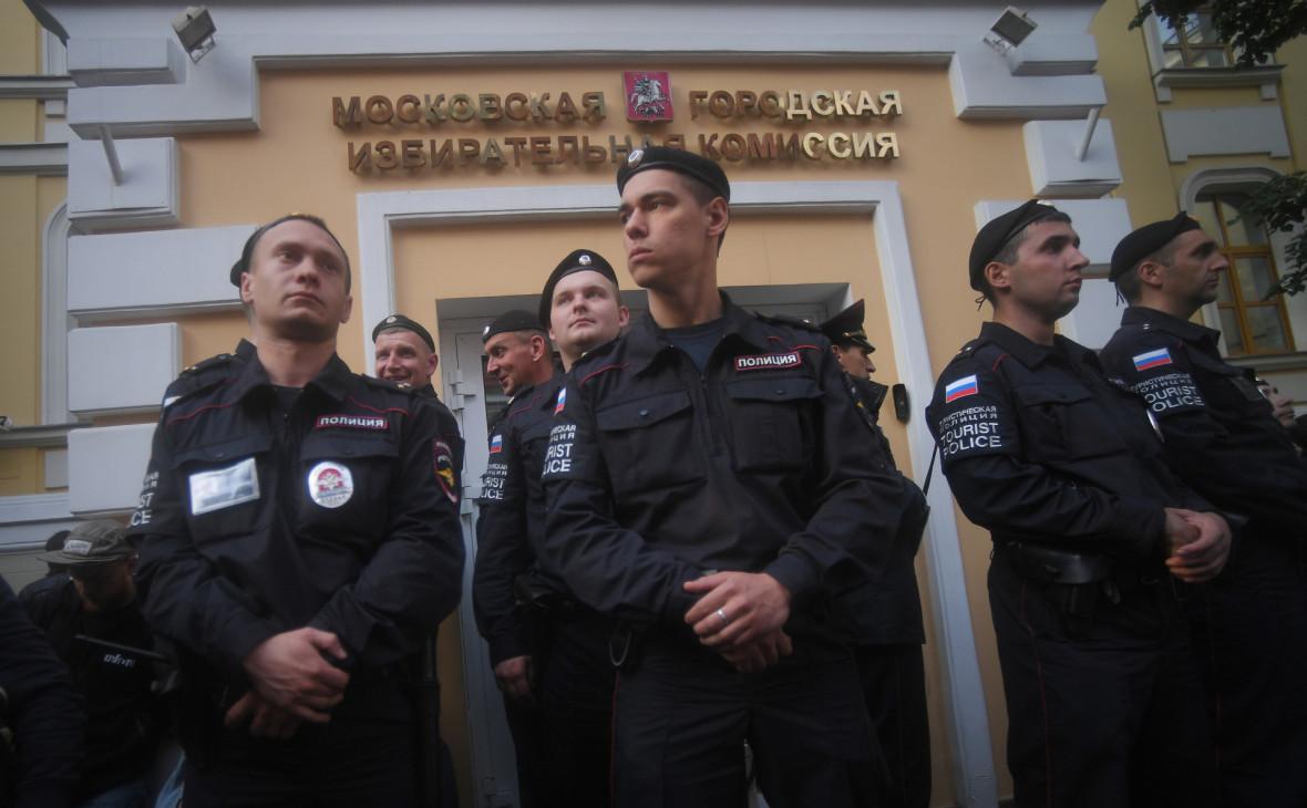 Полиция начала задержания участников акции около Мосгоризбиркома