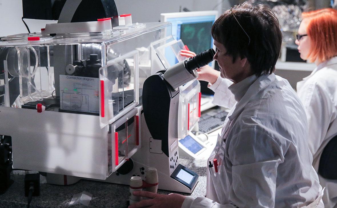 Эксперты оценили снижение числа ученых в России