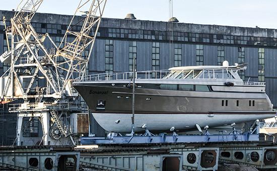 Яхта Bonanza на судостроительном заводе, 2009 год