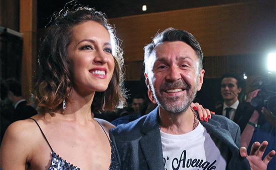 Сергей Шнуров с супругой Матильдой перед началом церемонии вручения премии «Человек года» по версии журнала GQ в «Барвиха Luxury Village»