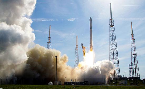 Старт ракеты-носителя Falcon 9с мыса Канаверал