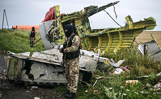 Ополченцы наместе падения пассажирского самолета «Малайзийских авиалиний» Boeing 777. 2014 год
