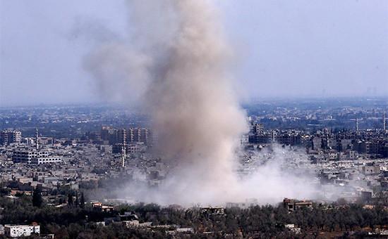 Бомбовый удар, нанесенный российской авиацией по позициям террористов в районе Дума