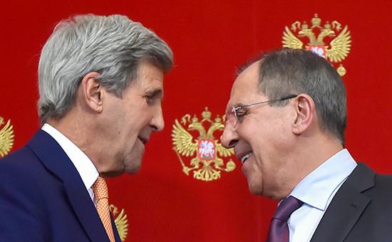 Глава МИД России Сергей Лавров (справа) и Джон Керри