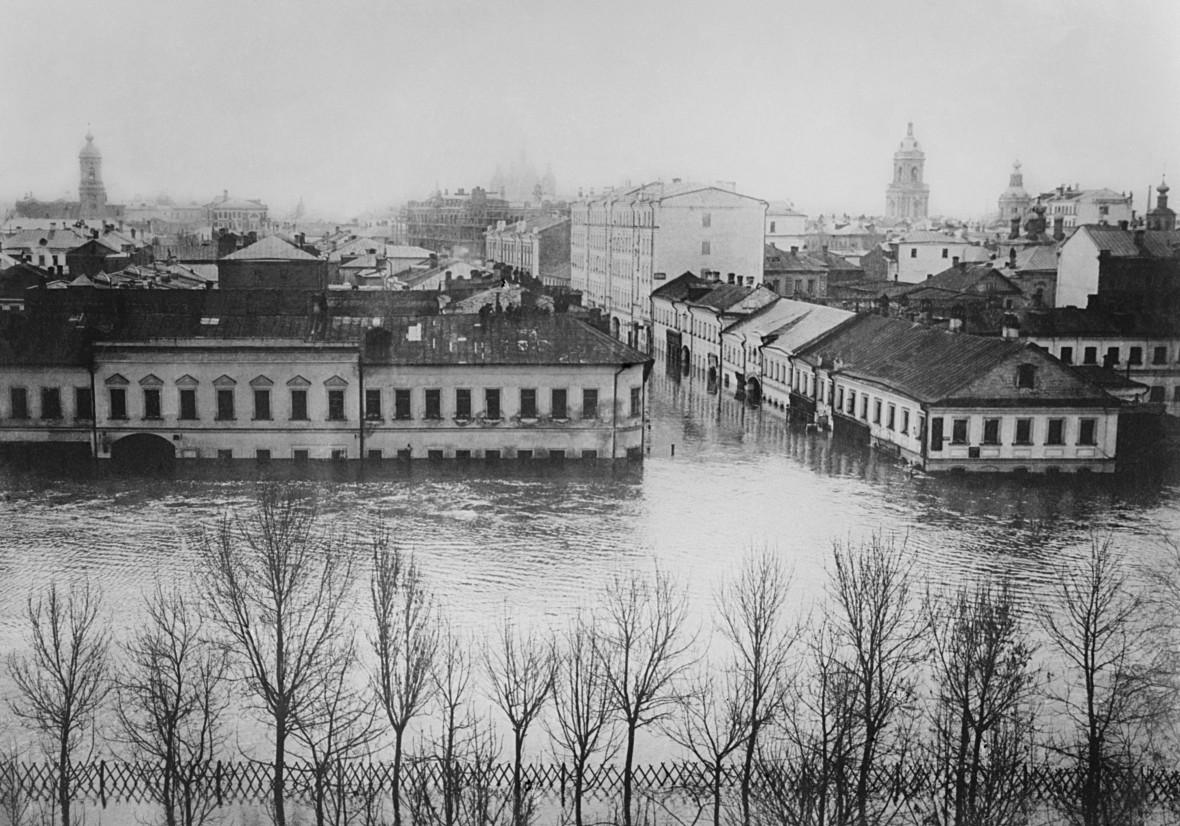 Репродукция фотографии городских улиц во время наводнения 1908 года