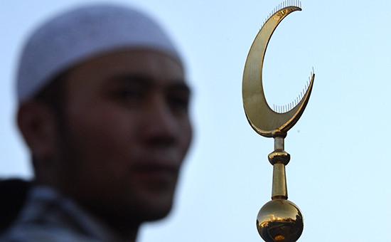 Мусульманин у соборной мечети в Москве