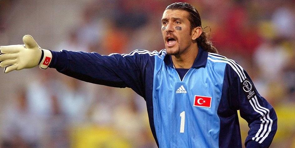 Рюшту Речбер в матче за сборную Турции