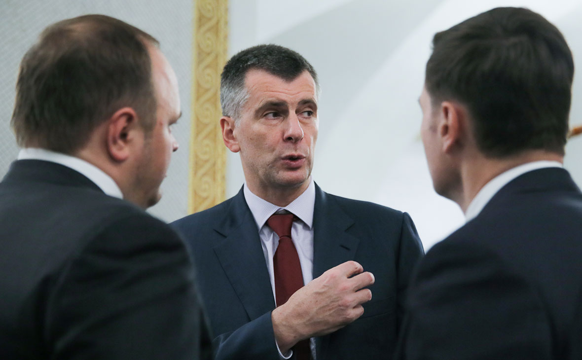Михаил Прохоров (в центре)