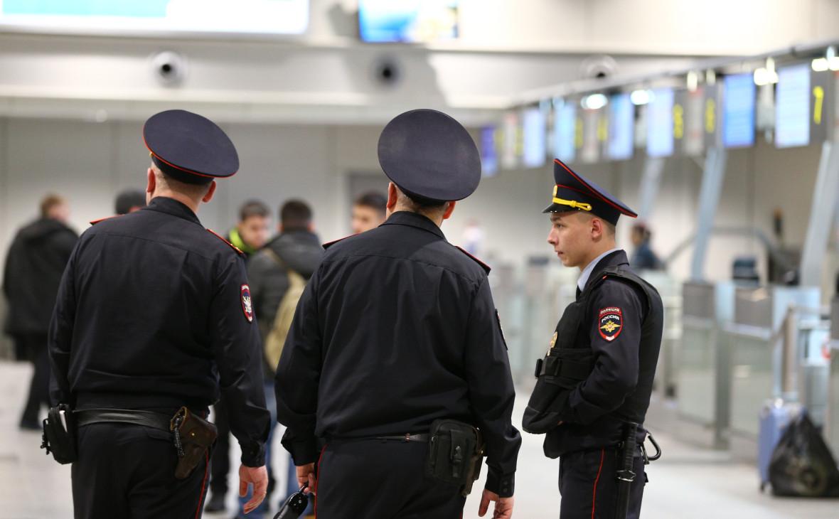 В московских аэропортах начали проверки после звонков о бомбах