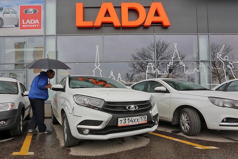 Санкт-Петербург. Автосалон. Продажа автомобилей LADA